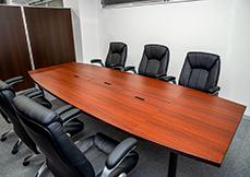 弁護士法人よぴ法律会計事務所の打合せ室写真